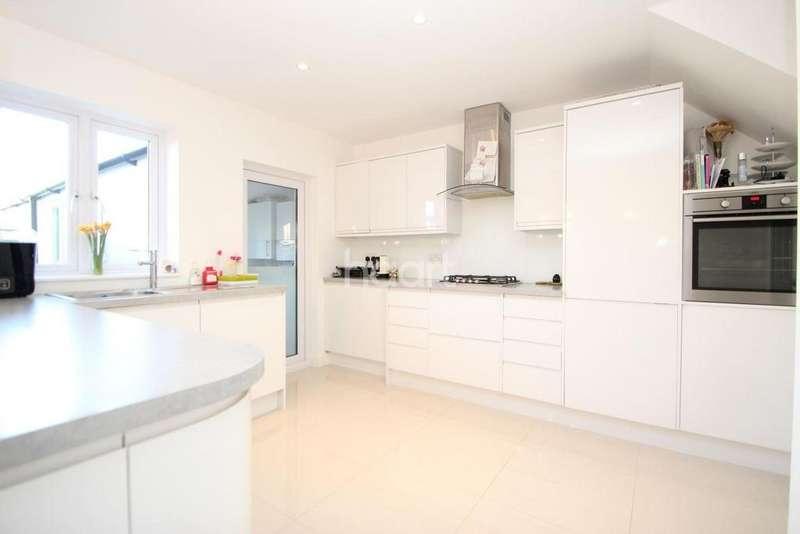 3 Bedrooms Terraced House for sale in Sandal Street, London, E15