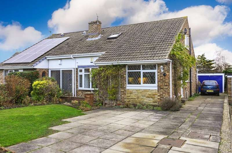 4 Bedrooms Semi Detached Bungalow for sale in Pennine Close, Wakefield