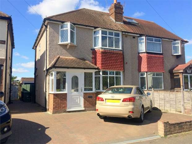3 Bedrooms Semi Detached House for sale in Oakhurst Road, West Ewell