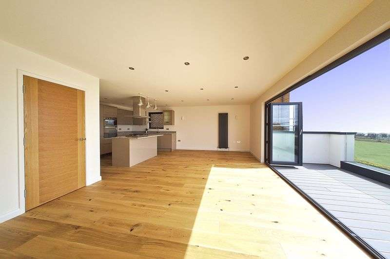 3 Bedrooms Flat for sale in Kings Parade, Aldwick, PO21