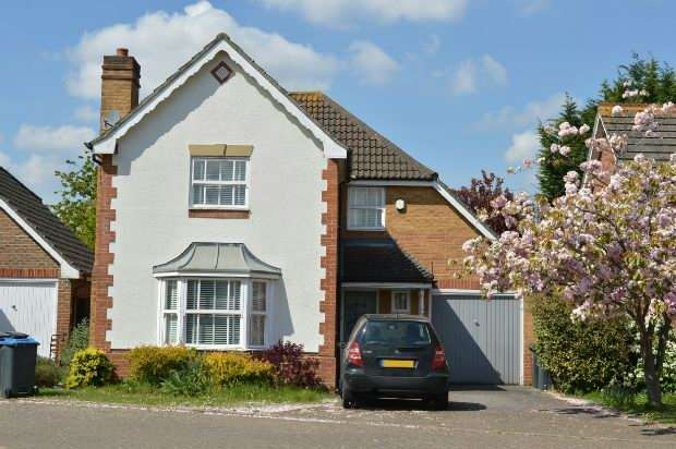 4 Bedrooms Detached House for sale in Lofthouse Place, Chessington