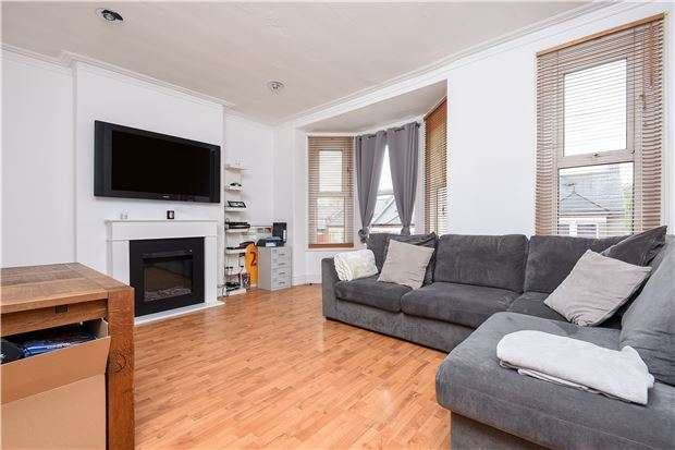 2 Bedrooms Flat for sale in Casewick Road, LONDON, SE27