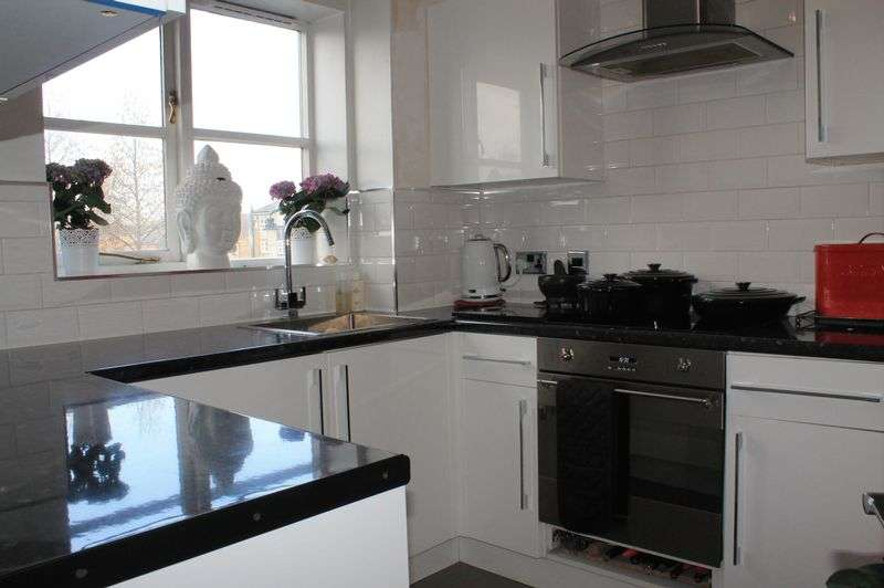 2 Bedrooms Flat for sale in Bren Court, Colgate Place, Enfield Island Village, EN3