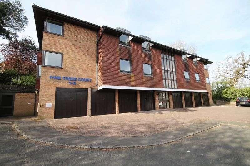 2 Bedrooms Flat for sale in Pine Trees Court, Pine Trees, Hassocks, West Sussex,