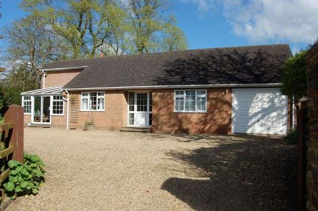 2 Bedrooms Detached Bungalow for sale in Skinyard Lane, Long Buckby, Northampton NN6 7QZ