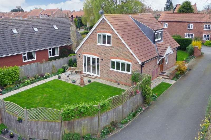 3 Bedrooms Detached Bungalow for sale in 15 North Lane, Wheldrake, York