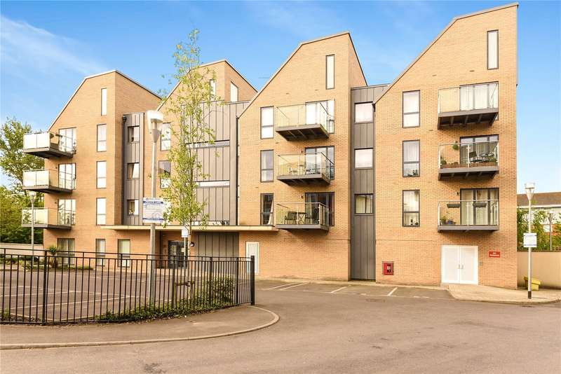 2 Bedrooms Apartment Flat for sale in Flat 2, Rowlock House, Trout Road, West Drayton, UB7