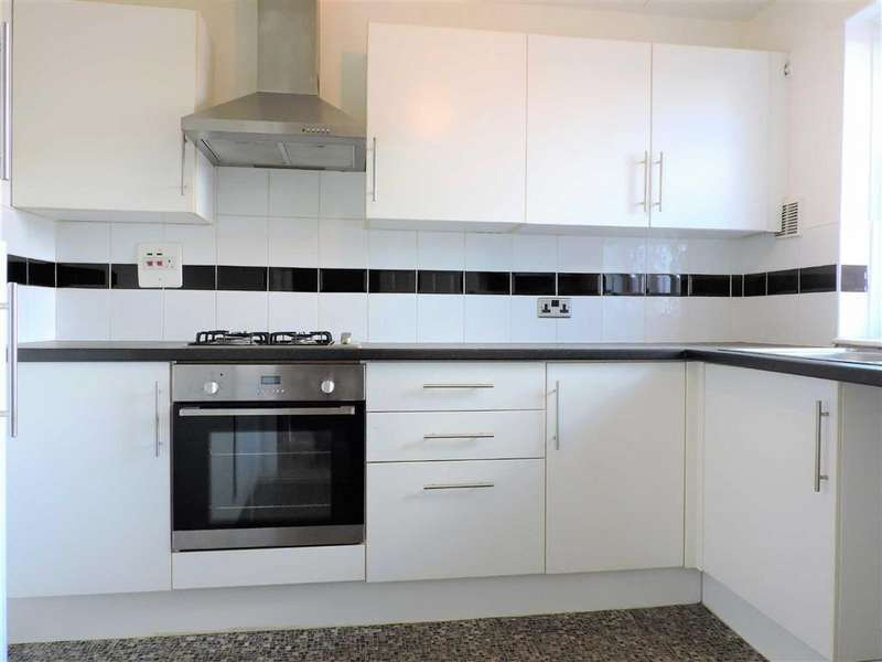 2 Bedrooms Flat for sale in Southwold Close, Levenshulme