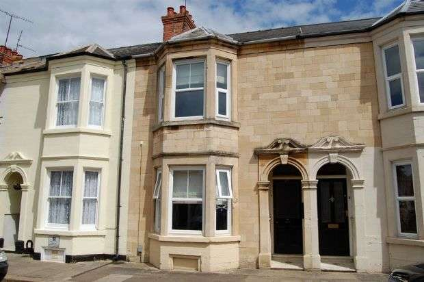 3 Bedrooms Terraced House for sale in Albany Road, Abington, Northampton NN1 5LZ