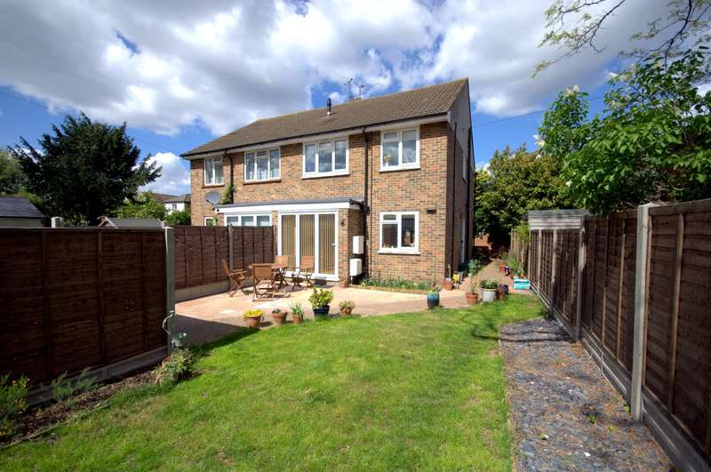 3 Bedrooms Semi Detached House for sale in The Groves