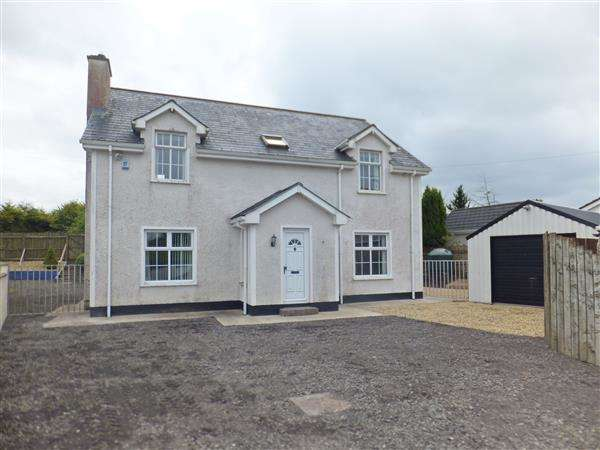 4 Bedrooms Detached House for sale in 16 Lisnarick Road