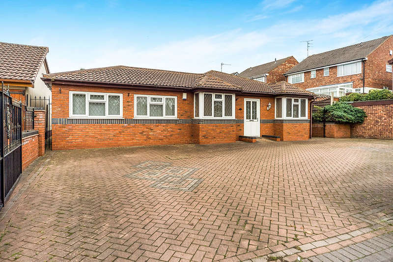 4 Bedrooms Detached Bungalow for sale in Lawnswood Road, Stourbridge, DY8