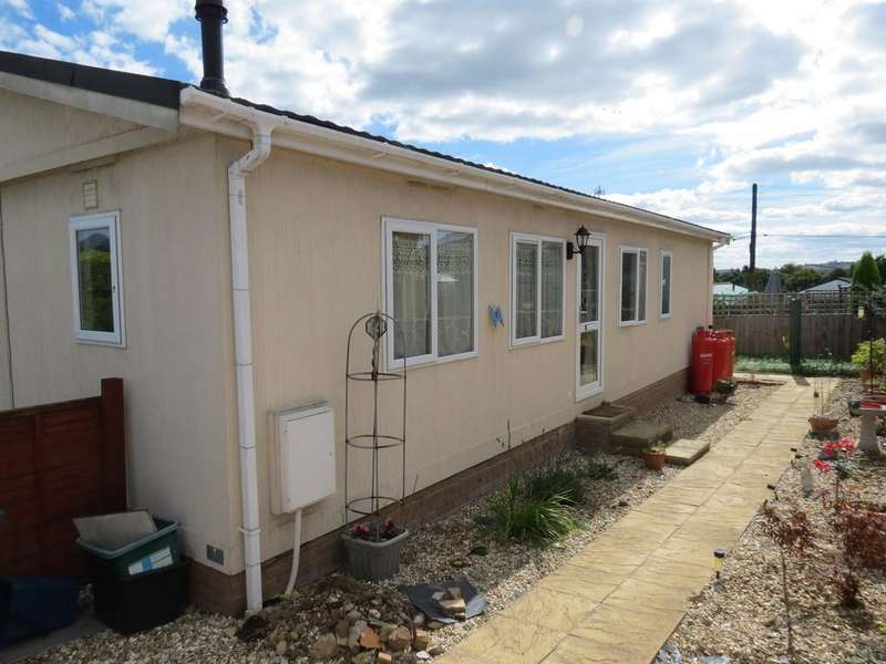 2 Bedrooms Semi Detached Bungalow for sale in Buckingham Orchard, Chudleigh Knighton