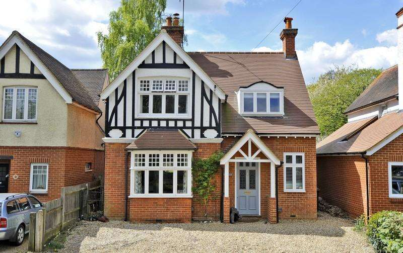 4 Bedrooms Detached House for sale in Wonersh Common Road, Wonersh, Guildford