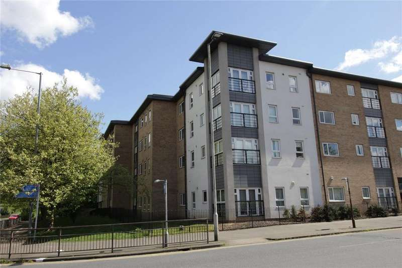 2 Bedrooms Apartment Flat for sale in Olive Court, Southernhay Close, Basildon, Essex, SS14