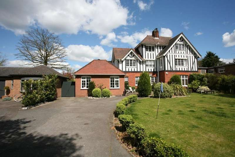 4 Bedrooms Semi Detached House for sale in Lexden Road, Colchester