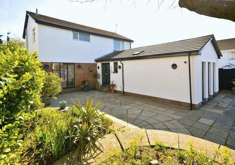 4 Bedrooms Detached House for sale in Church View, Bridgend