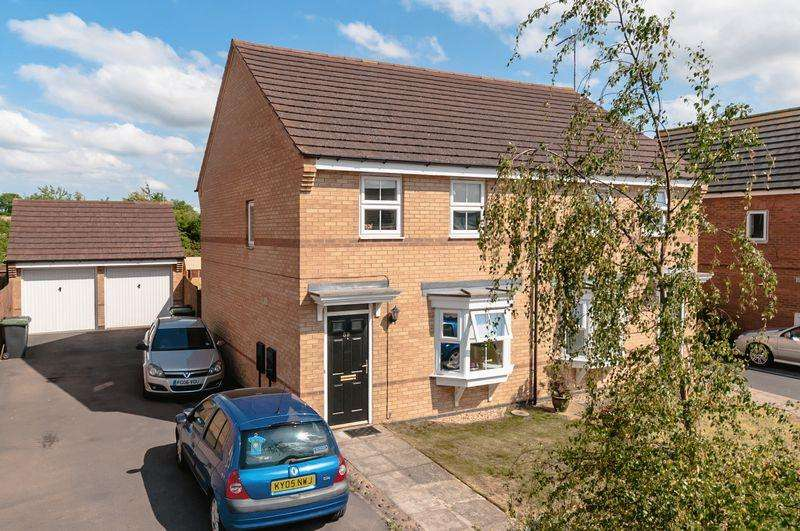 3 Bedrooms Semi Detached House for sale in Sunningdale Drive, Rushden