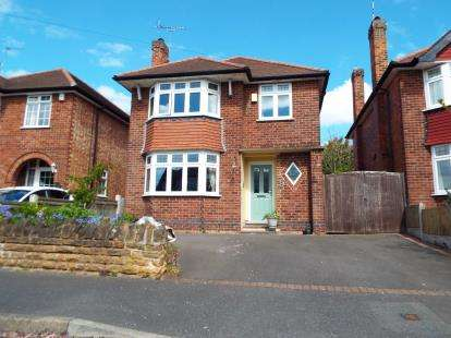 3 Bedrooms Detached House for sale in Burnbreck Gardens, Wollaton, Nottingham, Nottinghamshire
