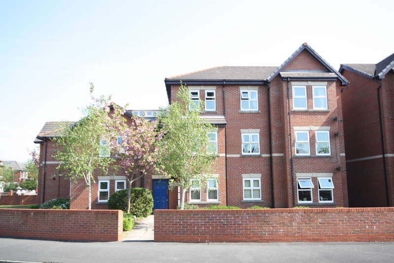 2 Bedrooms Flat for sale in Princes Gardens, (off Balfour Road/Oak Street) Southport