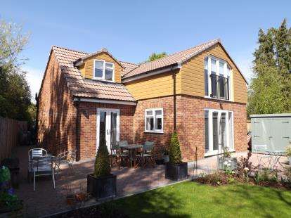 3 Bedrooms Detached House for sale in Holly Lodge, 2c, Box Road, Cam