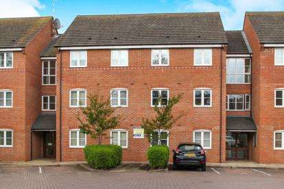 2 Bedrooms Flat for sale in The Croft, Tomkinson Road, Nuneaton, Warwickshire