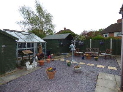 2 Bedrooms Maisonette Flat for sale in Colbourne Road, Fazeley, Tamworth, Staffordshire