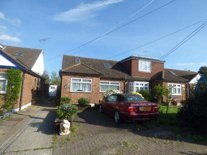 4 Bedrooms Bungalow for sale in Thundersley, Essex, Uk