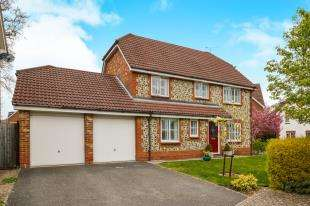 4 Bedrooms Detached House for sale in Holly Meadows, Ashford, Kent, .