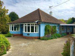 3 Bedrooms Bungalow for sale in Bucksham Avenue, Bognor Regis, West Sussex