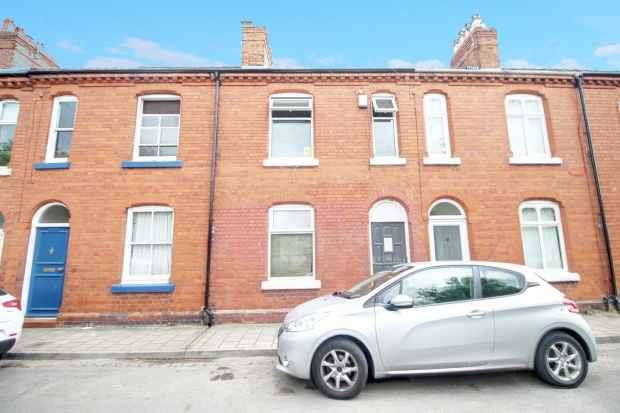2 Bedrooms Terraced House for sale in West Street, Chester, Cheshire, CH2 3PS