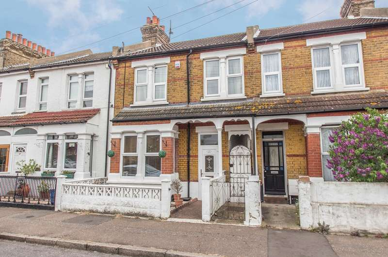 2 Bedrooms Terraced House for sale in Arnold Avenue, Southend-on-Sea, SS1
