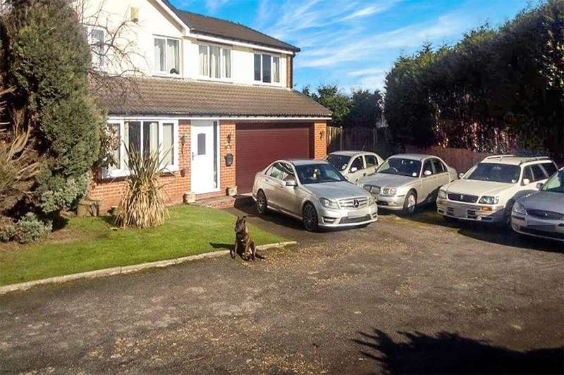 5 Bedrooms Detached House for sale in Derwent Drive, Chapeltown, Sheffield, S35