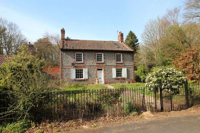 3 Bedrooms Detached House for sale in Holt Road, Norwich