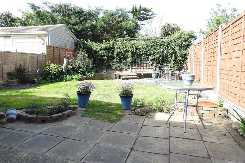4 Bedrooms Semi Detached House for sale in Nipsells Chase, Mayland