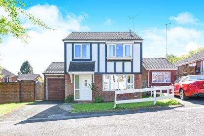 3 Bedrooms Detached House for sale in Redstone Close, Church Hill North, Redditch, Worcestershire