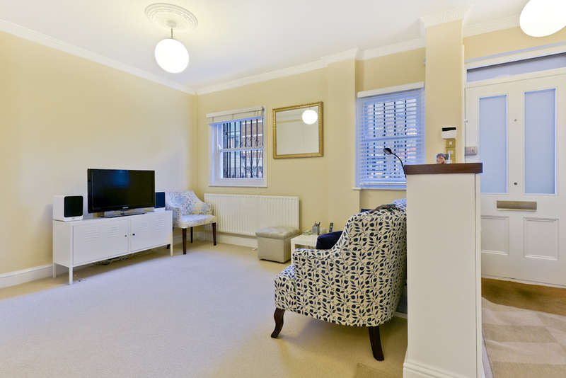 2 Bedrooms Terraced House for sale in St Jude St N16 8JT