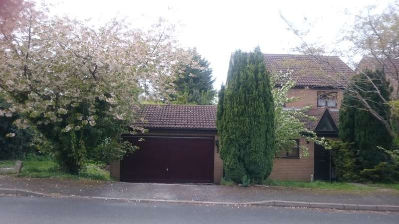 4 Bedrooms Detached House for sale in Brookfield Close, Redditch