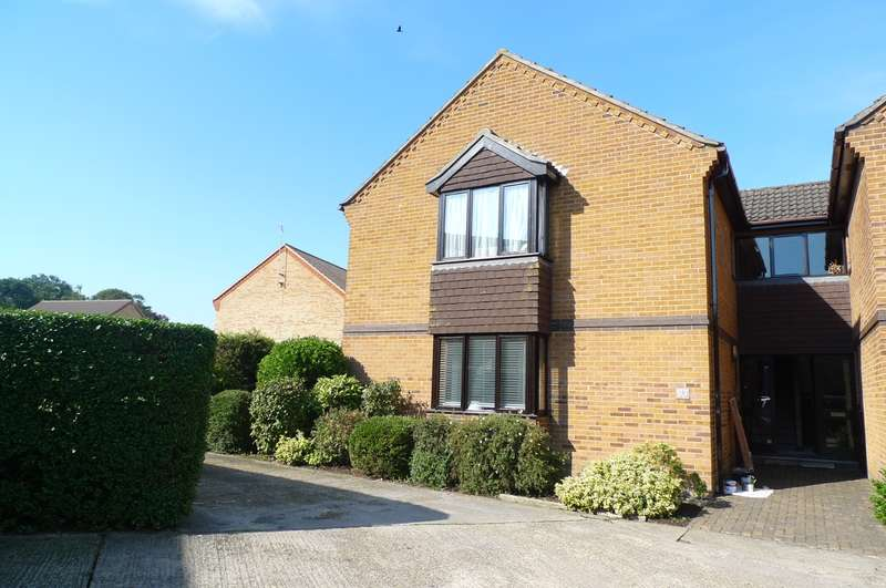 2 Bedrooms Ground Flat for sale in Cardington Court, Acle, Norwich, NR13