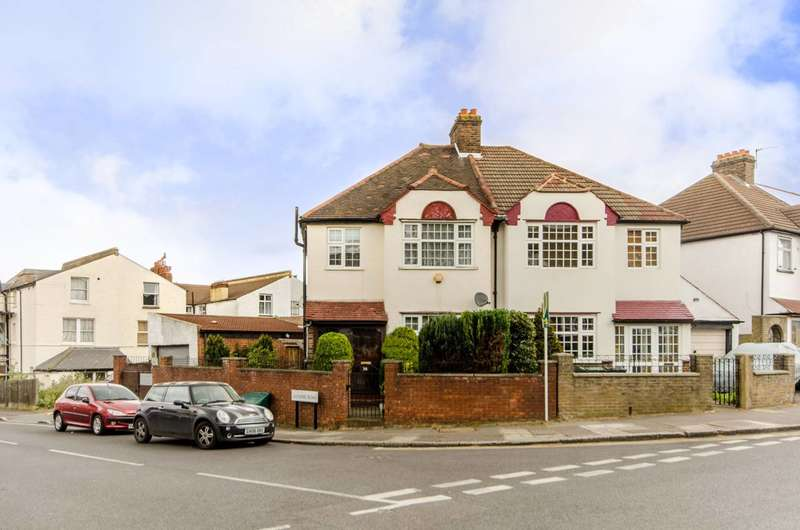 3 Bedrooms House for sale in Glennie Road, Streatham, SE27