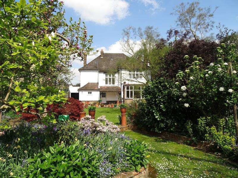 4 Bedrooms Detached House for sale in Crosslands Avenue, Ealing