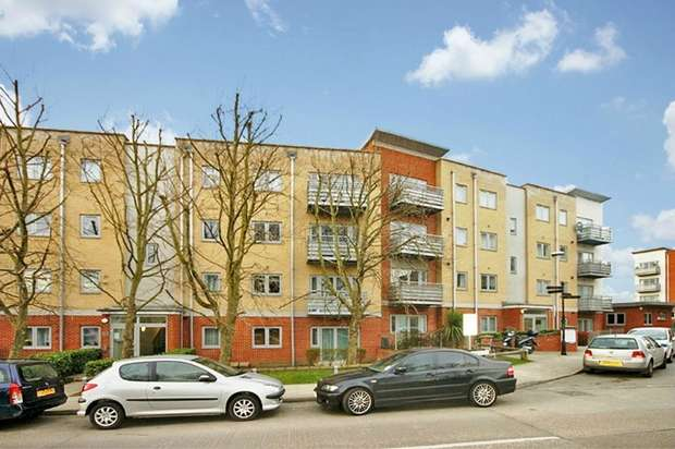 2 Bedrooms Flat for sale in Bedgebury Court, Hawker Place, London