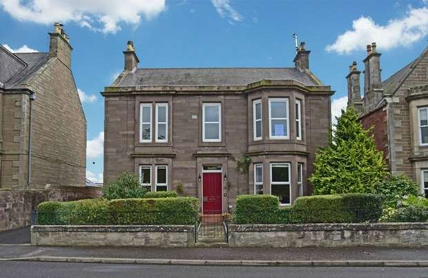 3 Bedrooms Flat for sale in Keptie Road, Arbroath, Angus