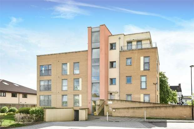 2 Bedrooms Flat for sale in Aurora Court, Fortune Avenue, Middlesex