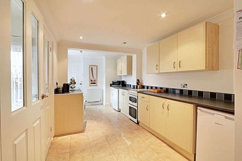 3 Bedrooms Terraced House for sale in Lilac Avenue, Hull