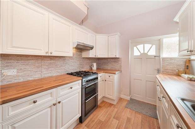 4 Bedrooms Detached House for sale in Bolstead Road, Mitcham, Surrey, CR4 1AT