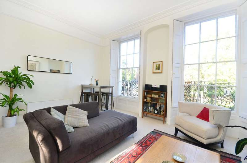 3 Bedrooms Flat for rent in Canonbury Square, Islington, N1