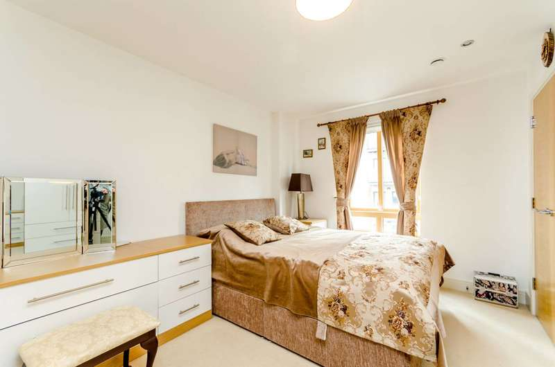 2 Bedrooms Flat for sale in Holford Way, Roehampton, SW15