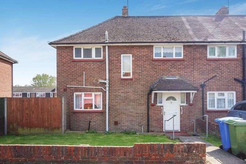 3 Bedrooms Terraced House for sale in Morland Road, Aldershot