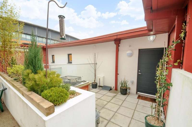 2 Bedrooms Terraced House for sale in Orchard Road Hove East Sussex BN3